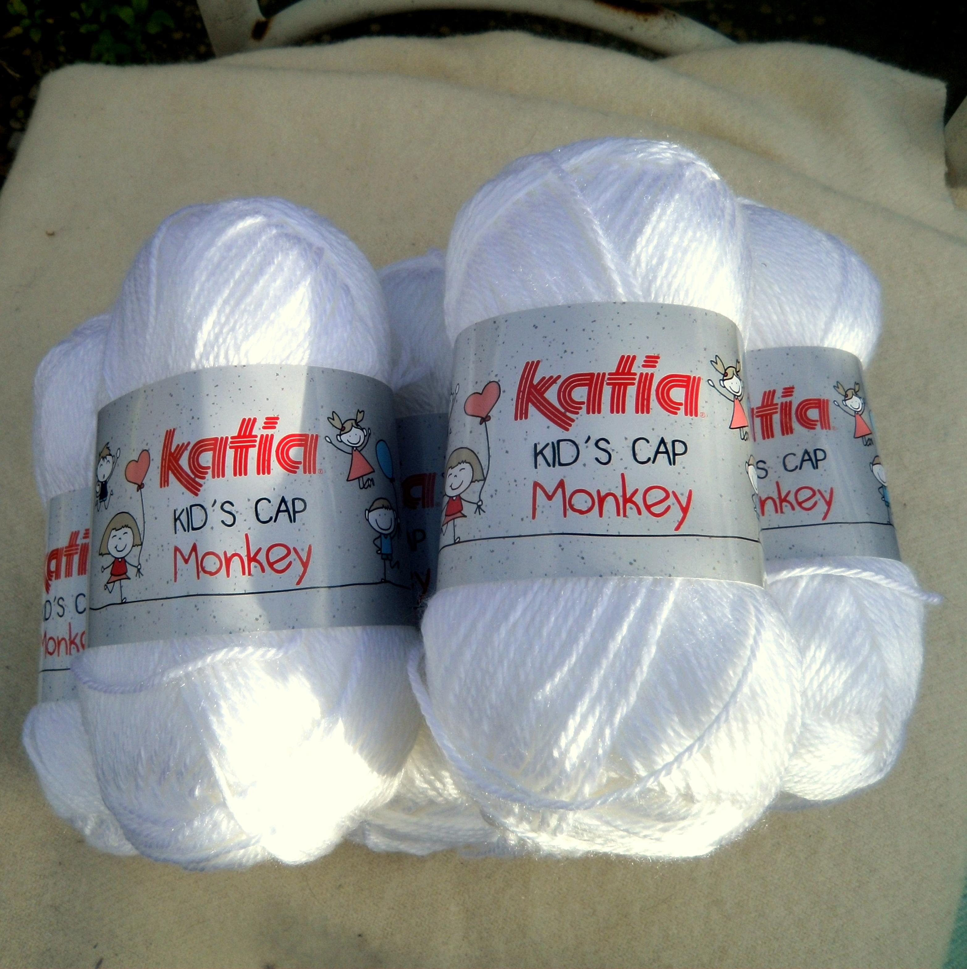 250 gr of Katia Kid's Cap Monkey